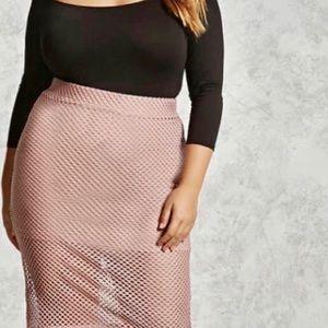 🆕Forever 21 - Fishnet pencil maxi skirt in blush